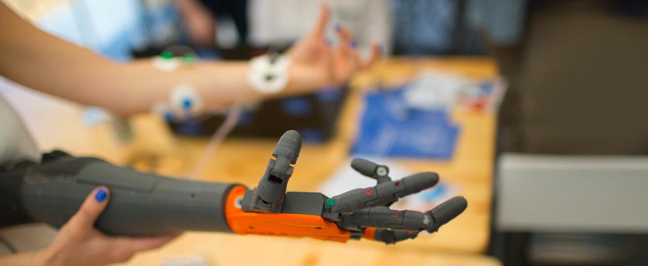 Тюменцы изготовили вакуумную установку для создания протезов