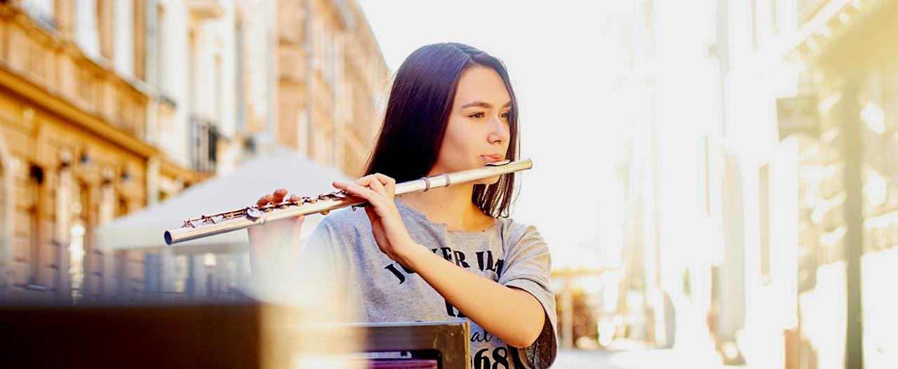 «Играла на флейте во время операции на мозге»