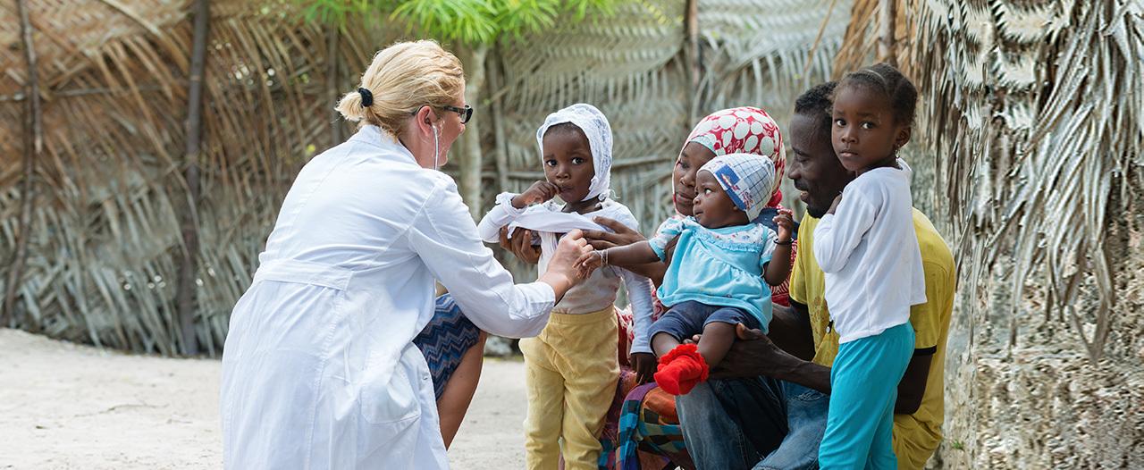Саратовского врача наградили за борьбу с Эболой