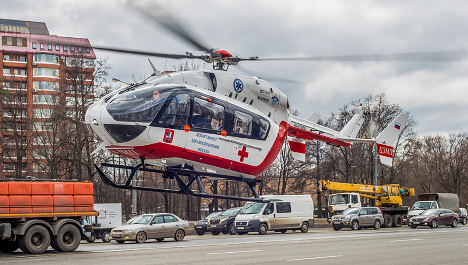 Врачи санавиации в Москве спасли упавшего с 7-го этажа мальчика