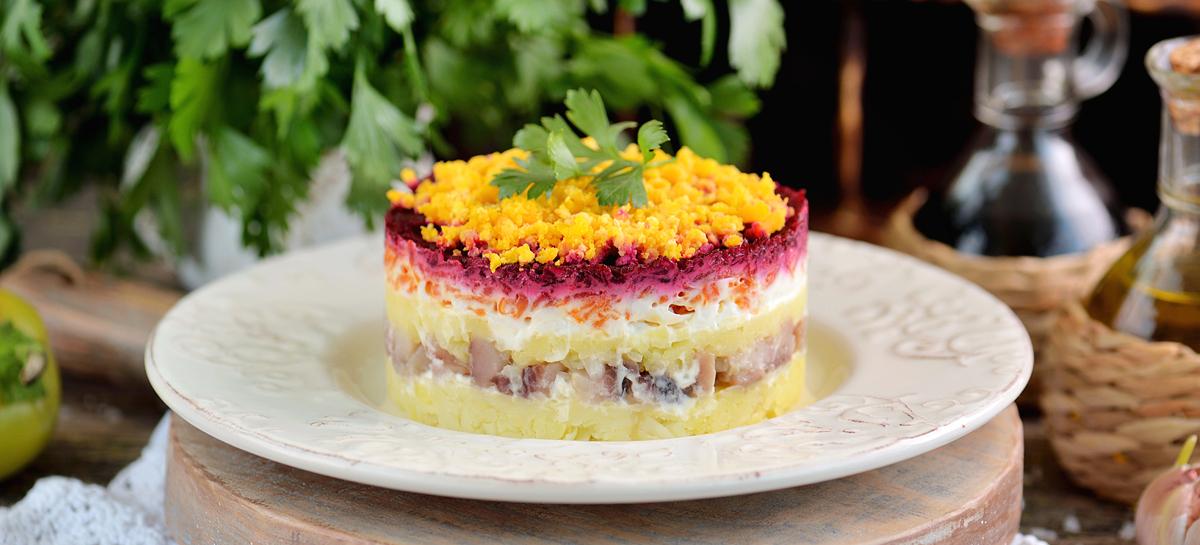 «Приходите в гости салаты доедать»