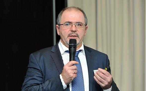 Присоединились по Zoom: Владимир Шикин (НБКИ)
