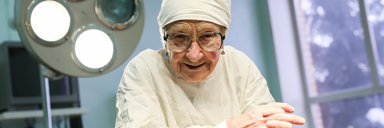 Практикующий хирург в 90 лет