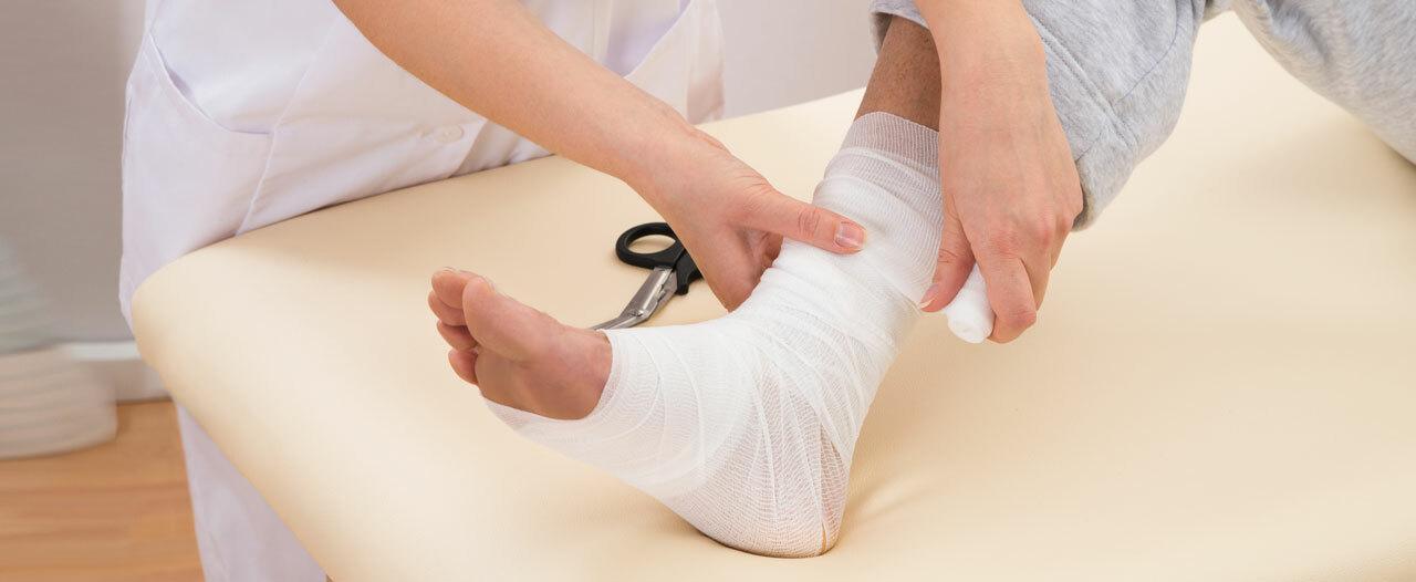 Тверские врачи восстановили ребенку почти отсеченную ногу