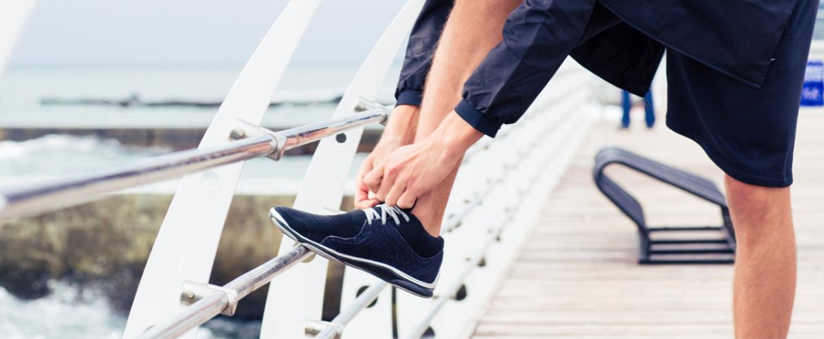 Врач, который учит шнуровать обувь