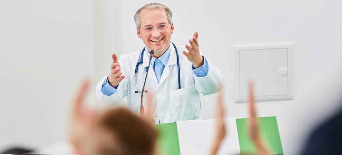 «Не лечи меня, а научи»: в столичных больницах читают лекции для пациентов и открывают школы