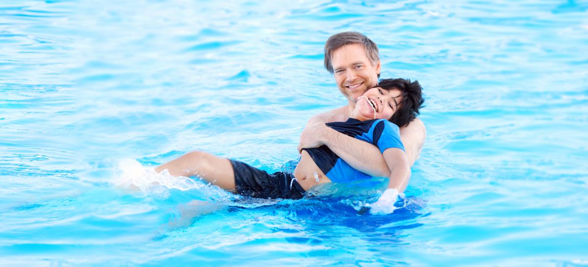 Резидент столичного технопарка разработал ортезы для реабилитации детей с ДЦП в бассейне