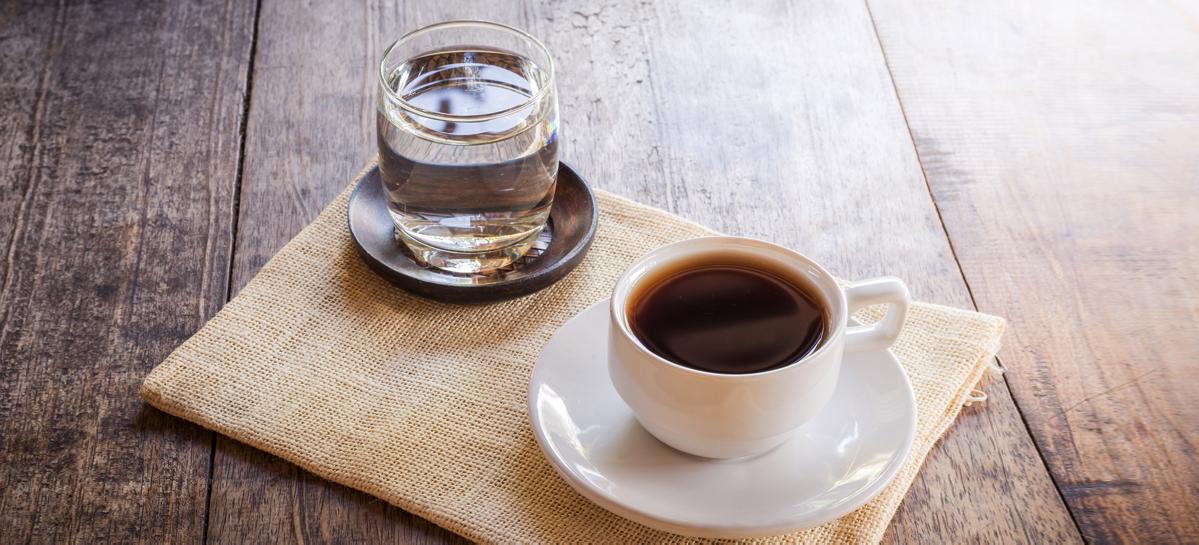 Что полезнее: вода или кофе