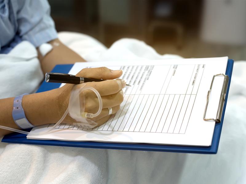 Страховщиков обязали контролировать качество онкопомощи