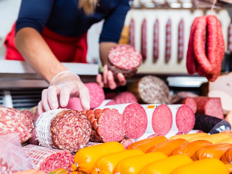 Россияне едят слишком много мяса и сахара