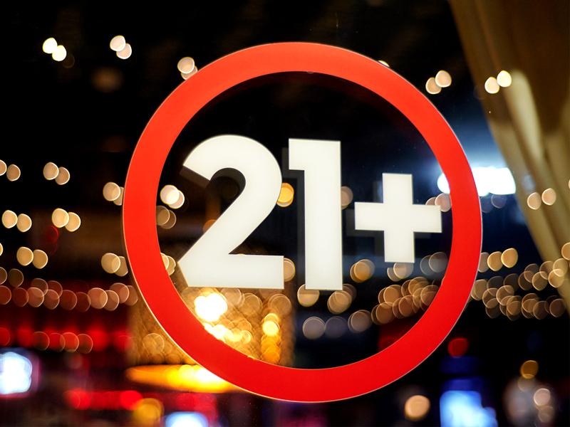 Федеральная антимонопольная служба поддержала повышение возраста продажи алкоголя до 21 года