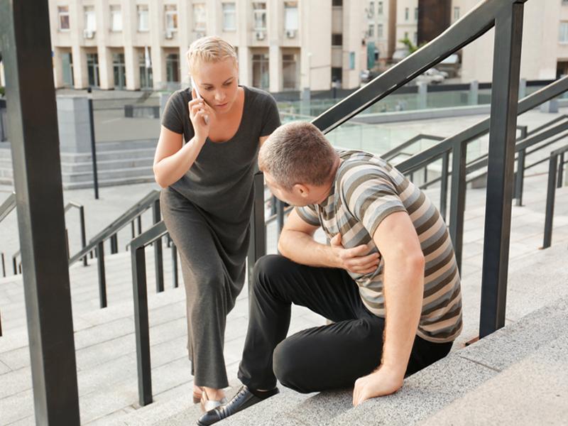 С риском для жизни: в столице мужчины вызывают скорую в 1,5 раза реже женщин