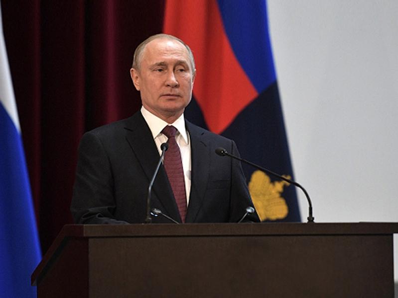 Президент России Владимир Путин: «Нужно проанализировать всю систему уровня и качество организации заработной платы в первичном звене здравоохранения. В целом по стране добились целевых показателей – 200% по экономике региона, но далеко не везде так»