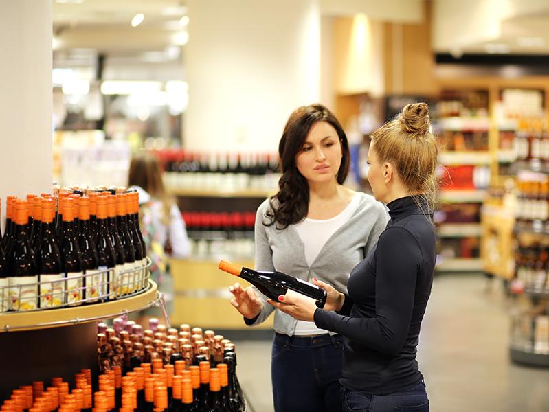 Время продажи алкоголя в России предложили сократить на час