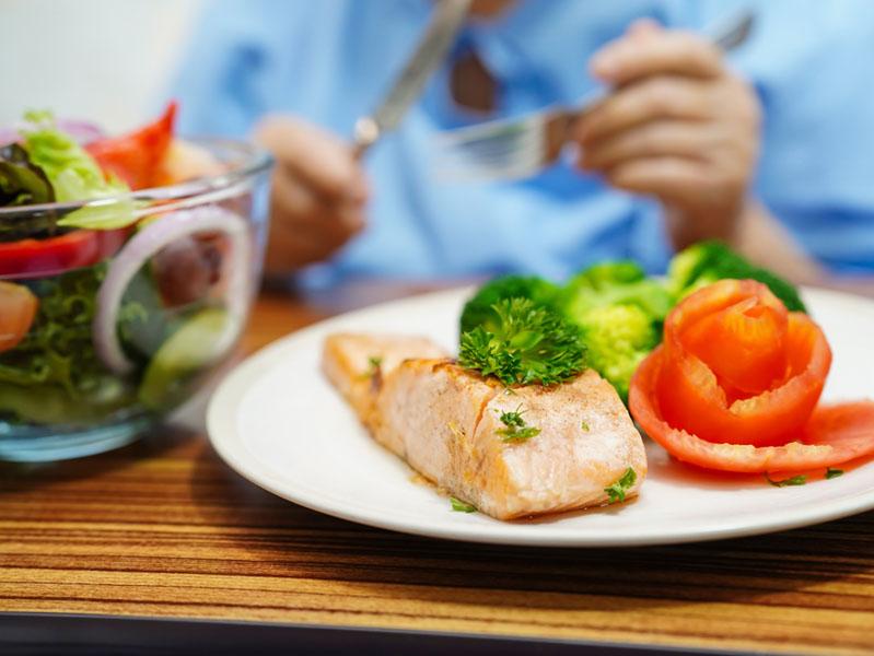 В Роспотребнадзоре назвали принципы здорового питания пожилых людей