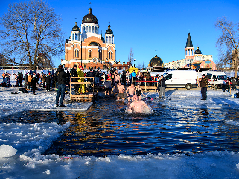 Россиянам напомнили опротивопоказаниях иправилах купания впроруби
