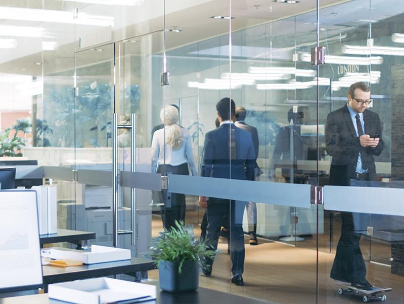 20% сотрудников ездят в офис вопреки рекомендациям работодателей работать из дома