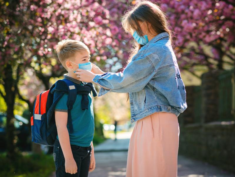 Подготовка к школе и коронавирус: что пишут в соцмедиа