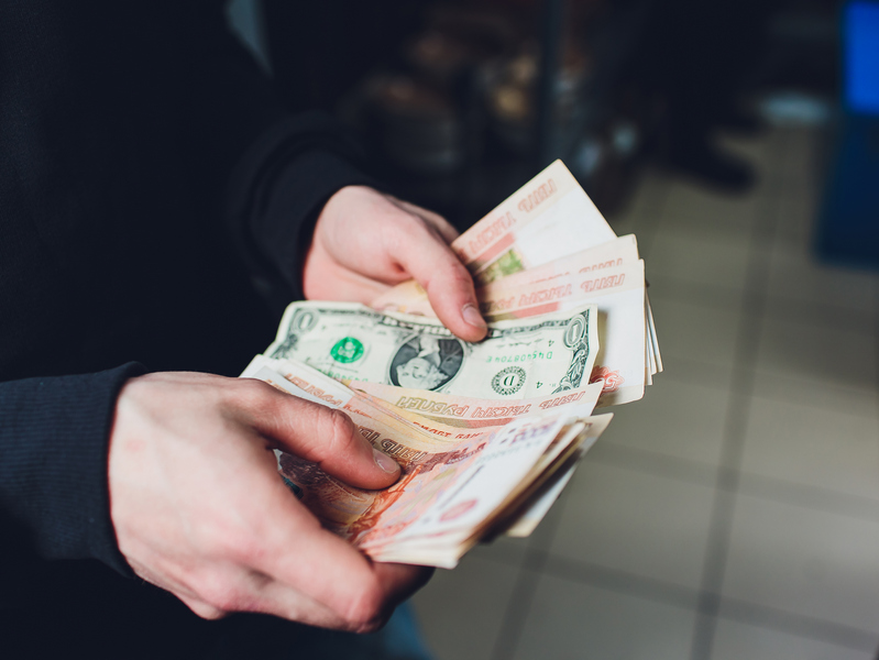Россияне – о курсе рубля: май