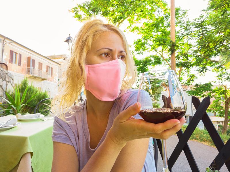 Что пишут в Сети про маски и социальную дистанцию