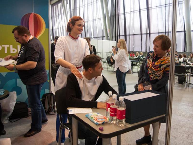С Сергеем Ислюковым (Поволжский центр социальных исследований «Перспектива», Ульяновск) и Лейлой Васильевой (ФОМ, Москва) на стенде Ассоциации «Группа 7/89» на Research Expo'2018