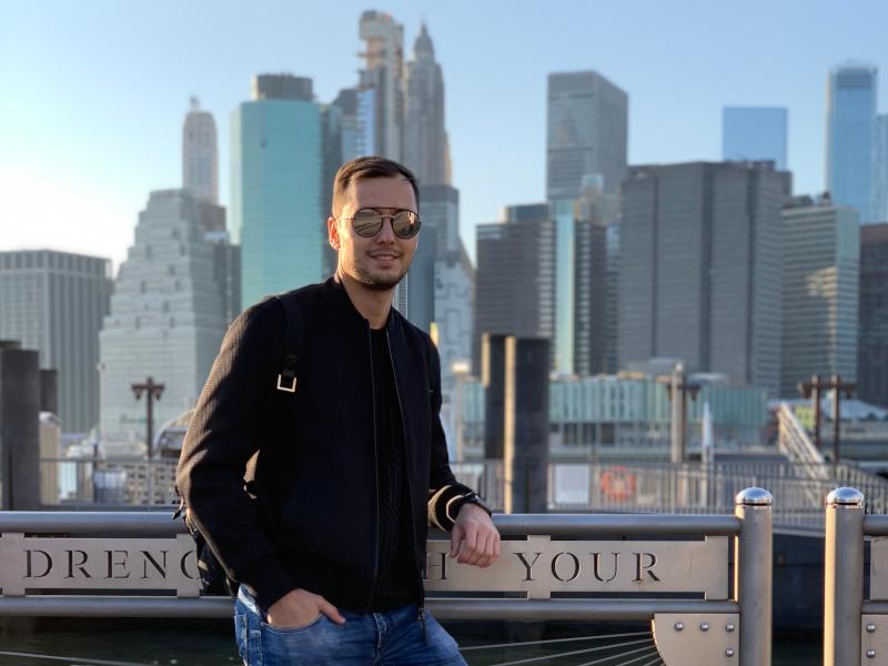 В парадигме «работа-отдых». Северный Бруклин, вид на южный Манхэттен, 2019 год