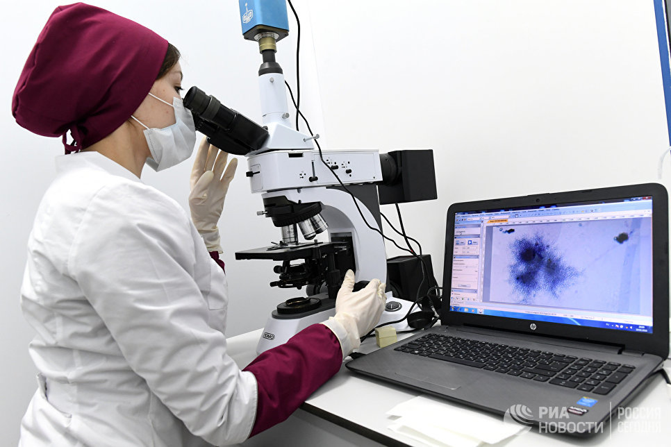 """Сотрудница завода по производству антибиотиков АО """"Биохимик"""" в Саранске"""